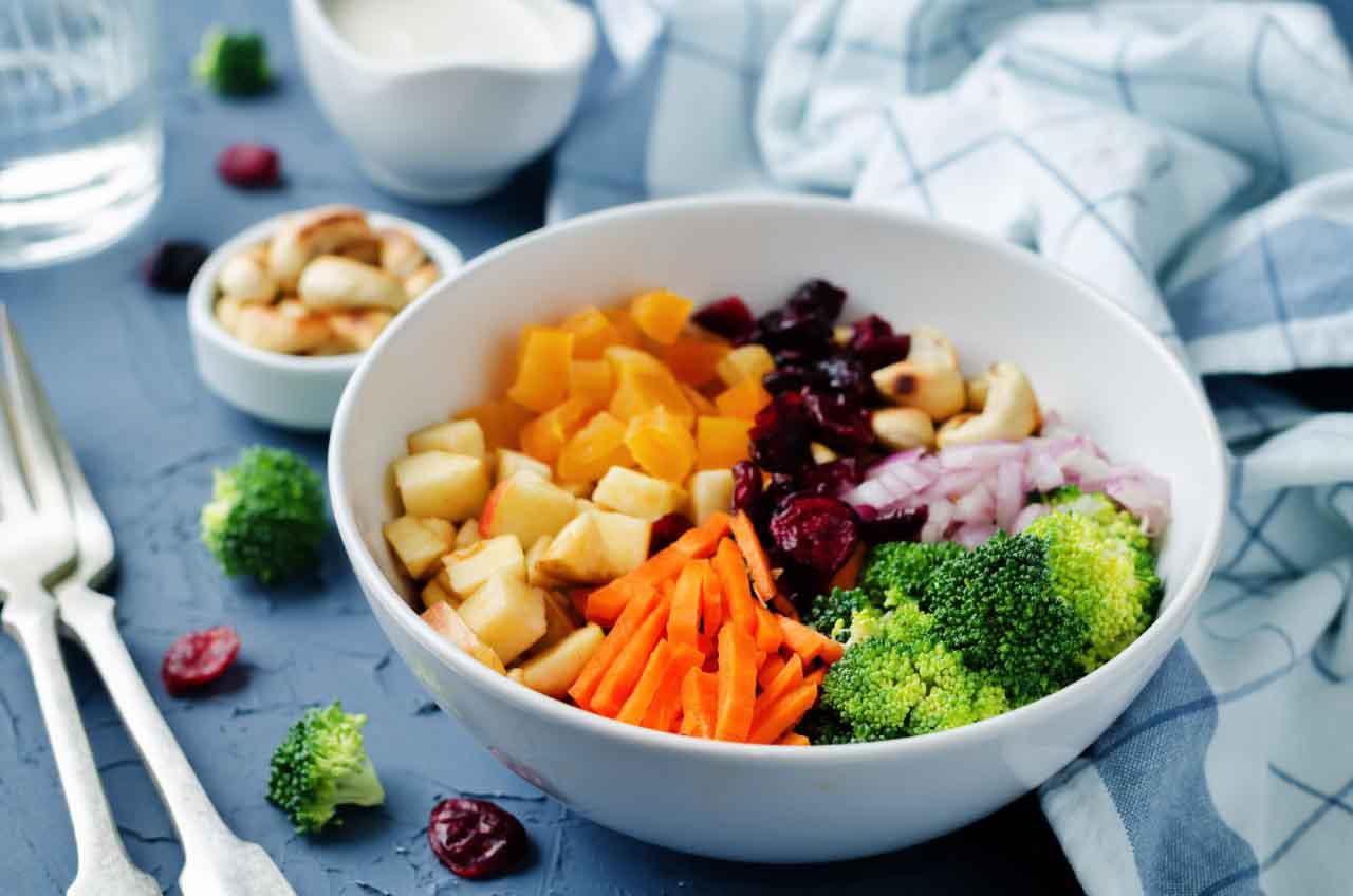 Ensalada de Brócoli, Zanahoria y Nueces – Manjar Saludable