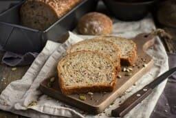 Tostadas de Pan integral con aceite de oliva virgen extra