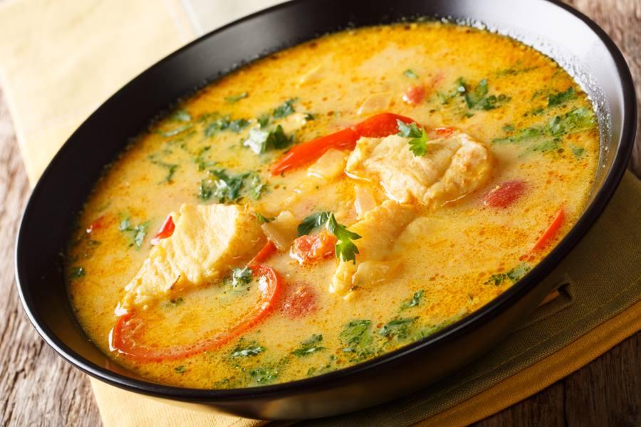 Prepara una Buena Sopa de Mariscos con Leche de Coco
