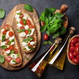 Tostadas de tomate cherry con queso mozzarella