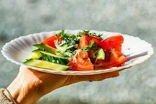 Ensalada de tomate, pepino y zanahoria