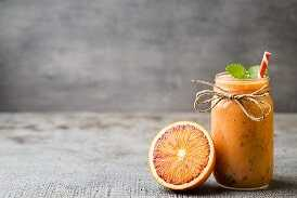 Licuado de frutas (melón, pera, naranja). preferiblemente líquido.