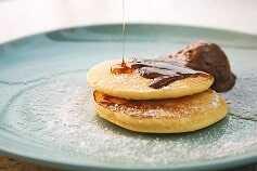 Pancake proteico y sin azúcar, con sirope de chocolate 0%