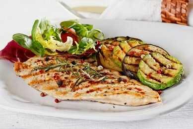Muslo de pollo y contramuslo (según tu necesidad) con verduras al horno (berenjena, calabacín, pimiento)