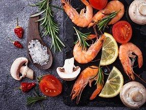 Salteado de verduras y gambas