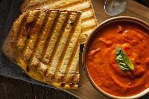 Tostada integral con tomate y aceite de oliva