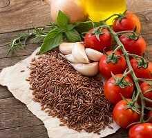 Sobre 150 gr. de arroz integral con tomate frito casero